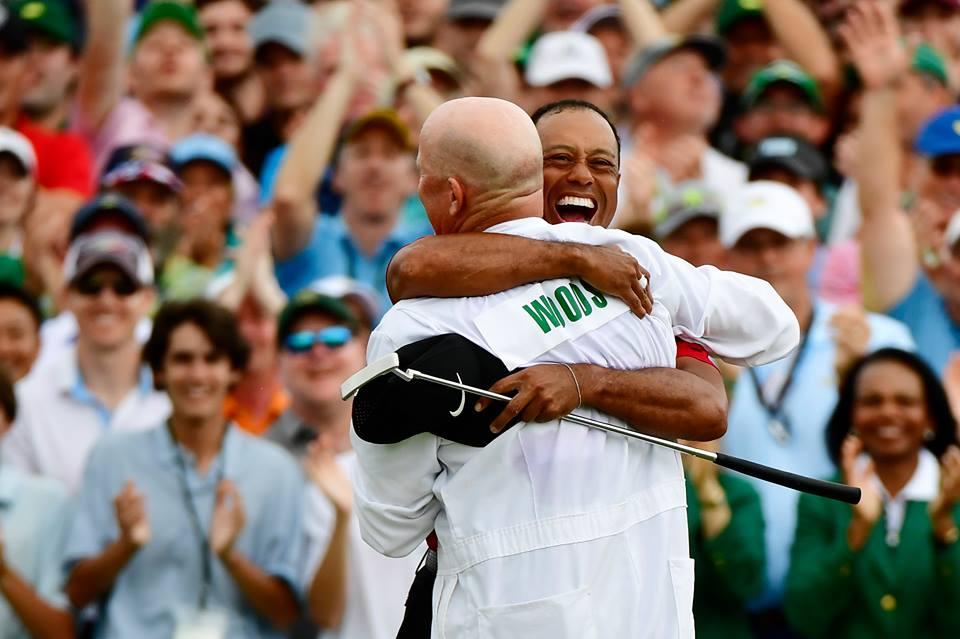 Ao fim de 14 anos, Tiger Woods volta a vencer o Masters