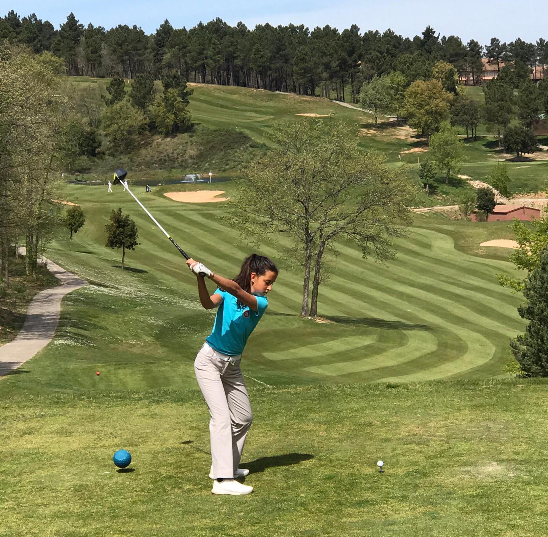 Ana da Costa Rodrigues é lider da Copa Federación Riojana de Golf Femenina